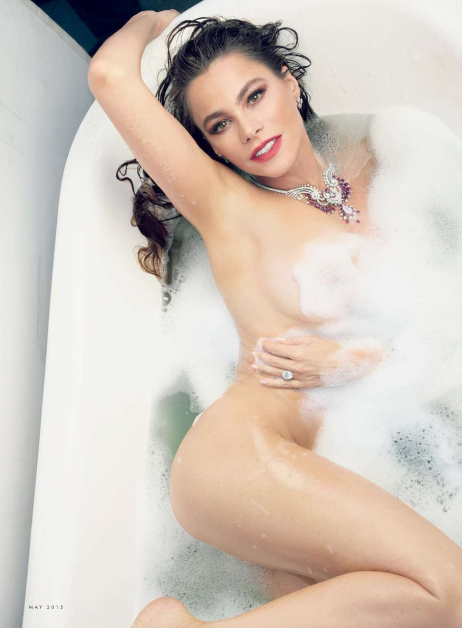 Sofia-Vergara-Naked-01