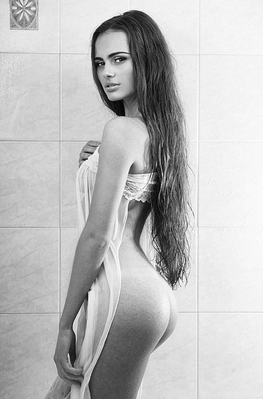 Xenia-Deli-Naked-02 (1)