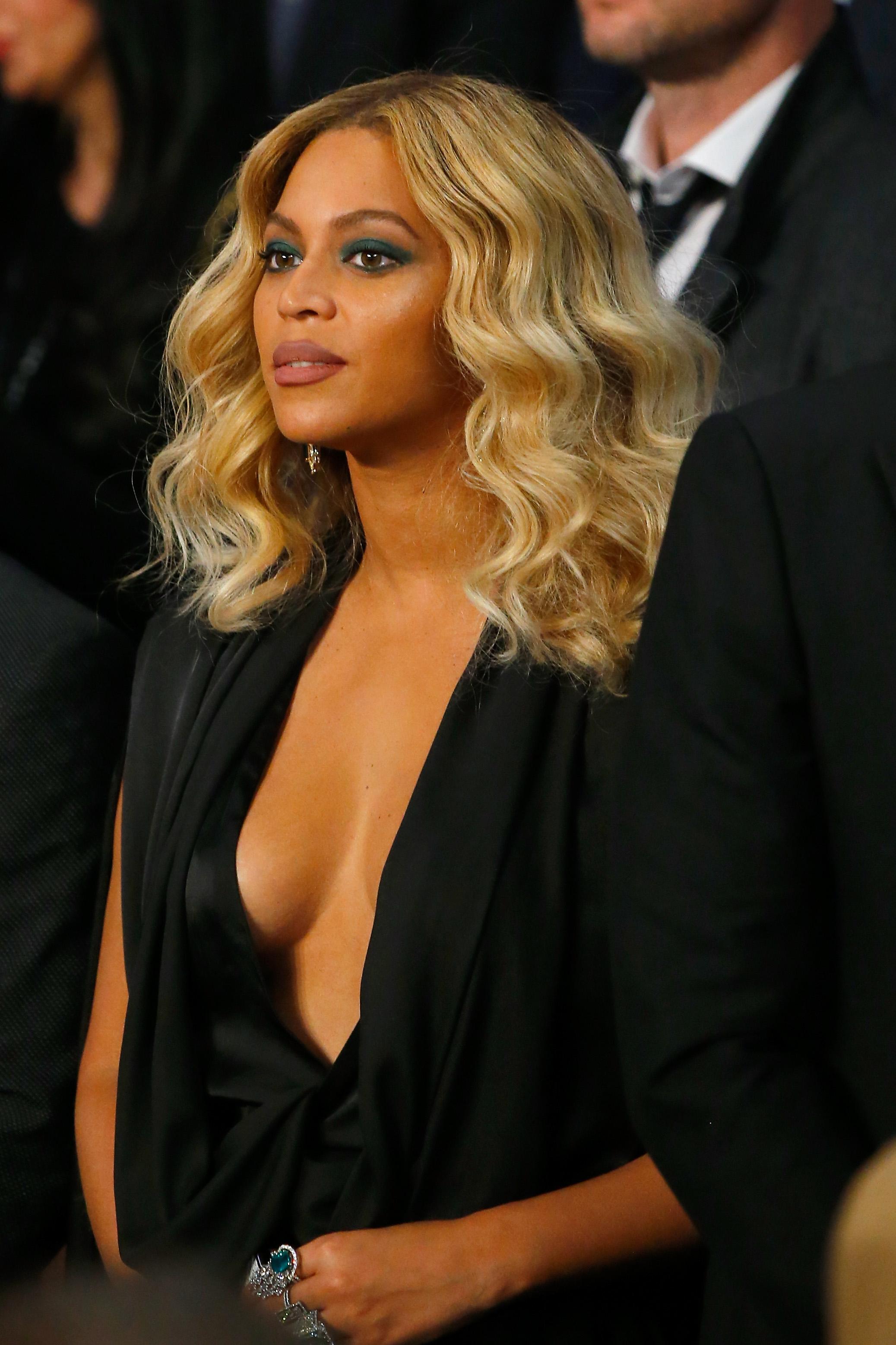 Beyonce Braless pics (4)