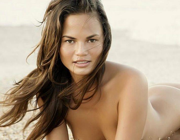 Chrissy-Teigen-Naked-9
