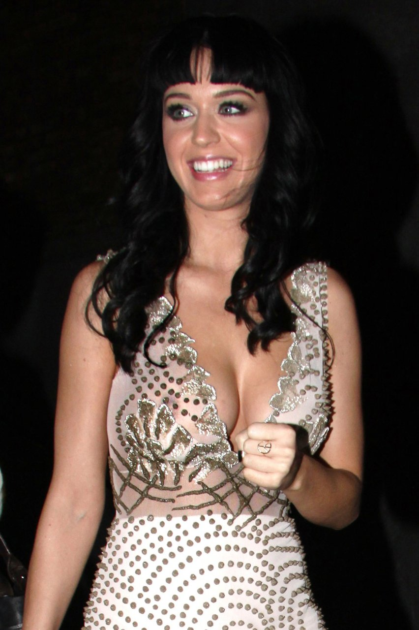 Katy-Perry-Boobs-and-Nipples-004