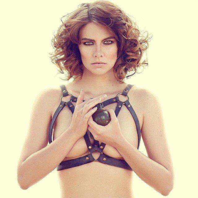 Lauren-Cohan-Topless-01