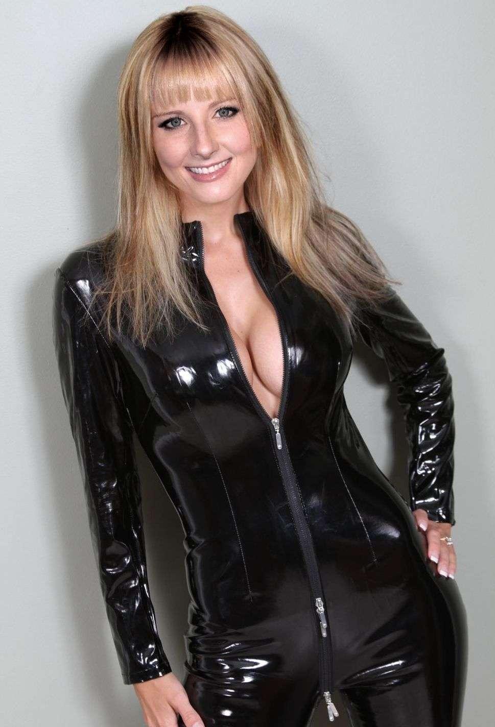 Melissa Rauch nude pics  (4)