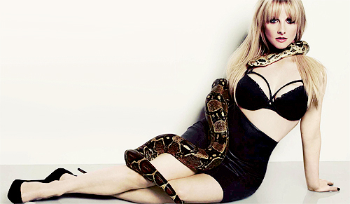 Melissa Rauch nude pics  (6)
