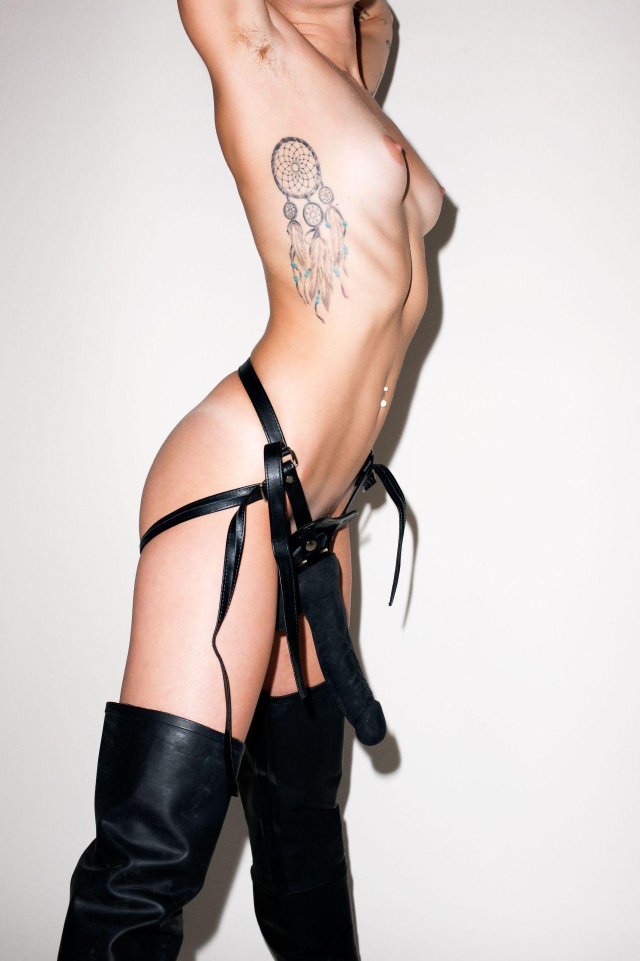 Miley-Cyrus-Nude-3