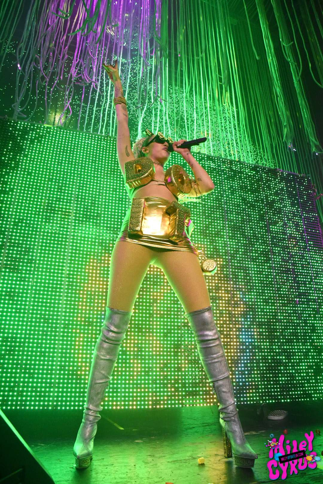 Miley-Cyrus-Sexy-Photos-6
