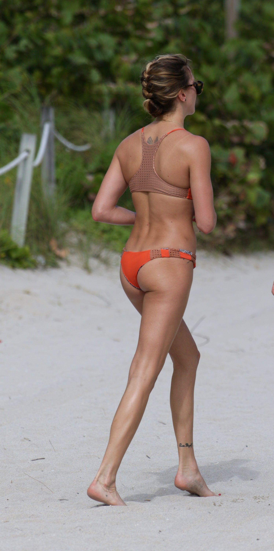 Katie-Cassidy-Bikini-2