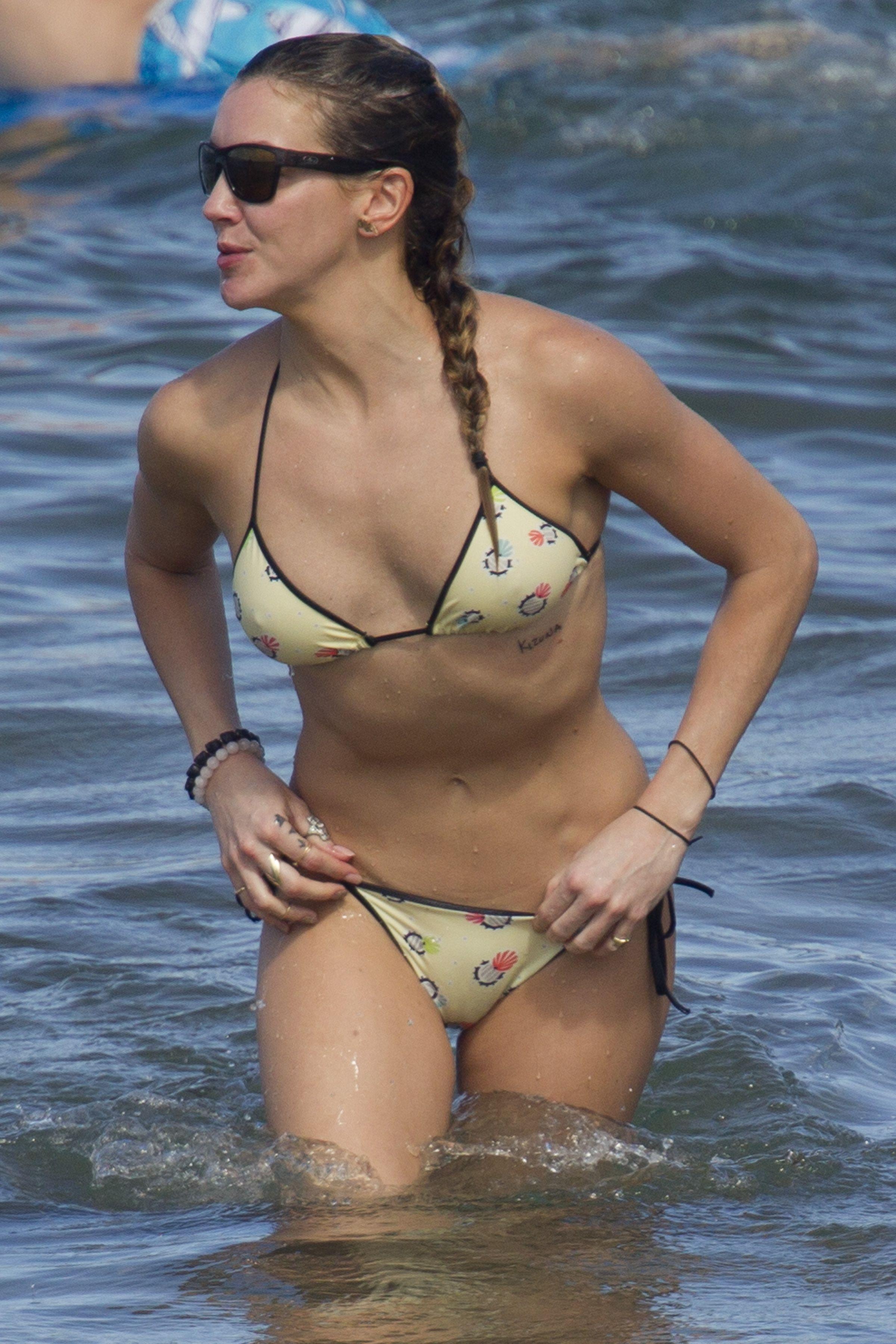Katie-Cassidy-in-a-Bikini-118