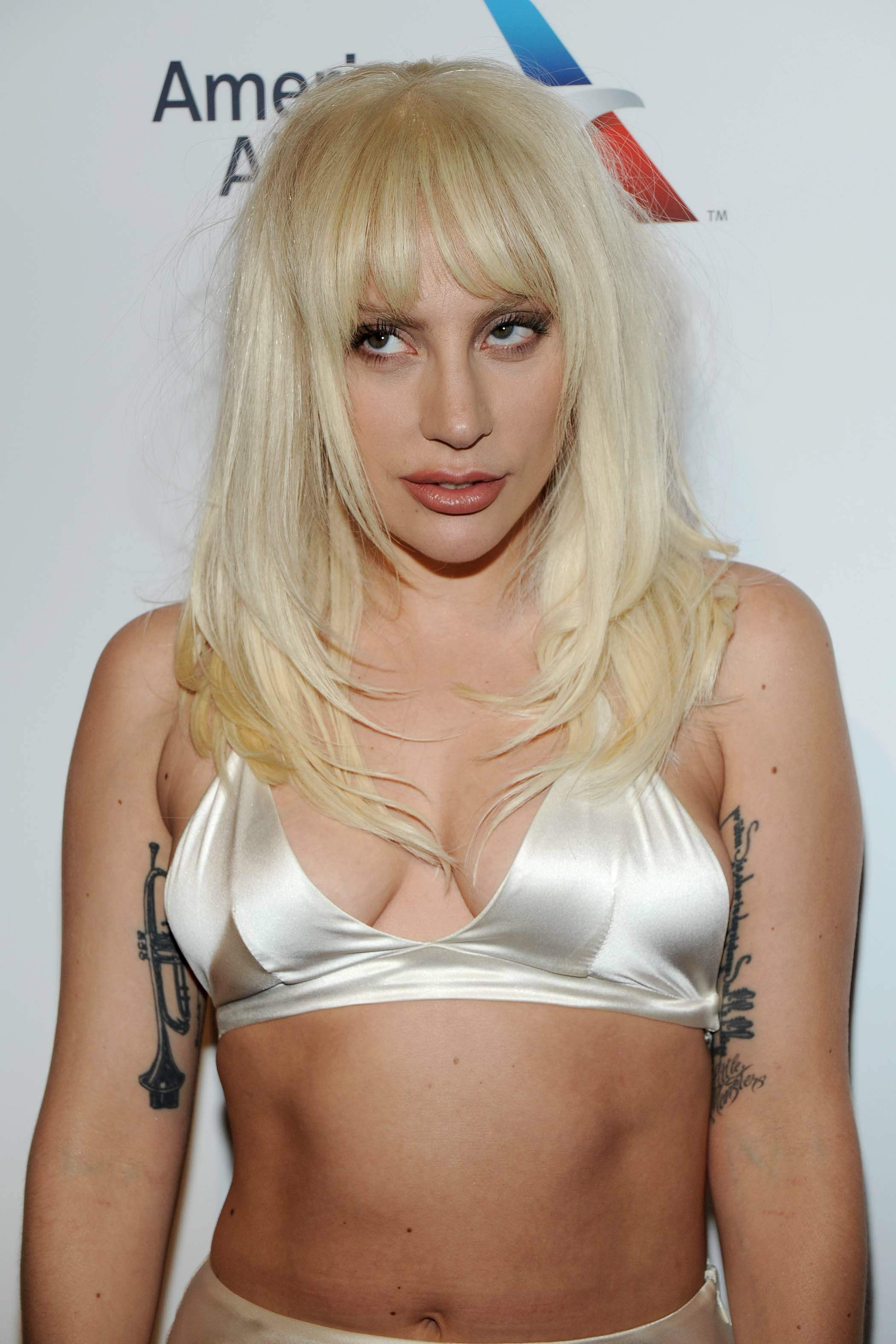 Lady-Gaga-Cleavage-7