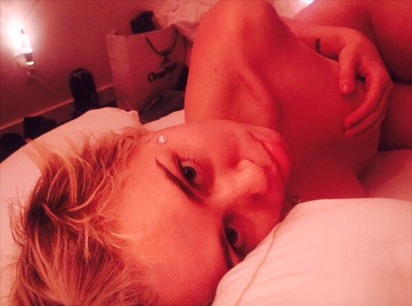 Miley-Cyrus-Topless (4)