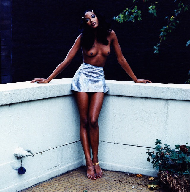 Naomi-Campbell-Sexy-Topless-2