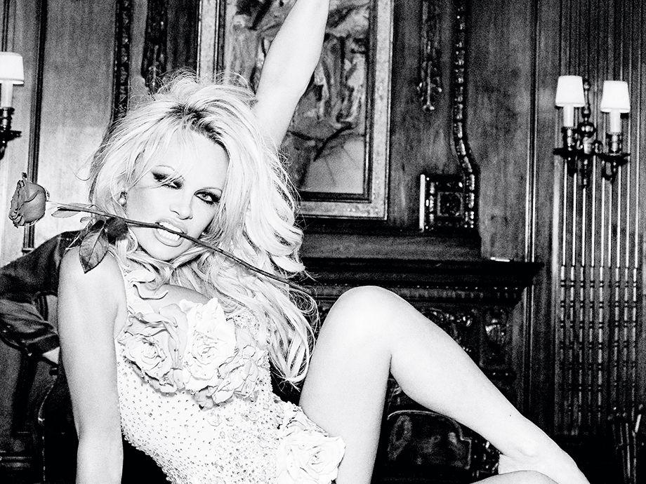 Pamela-Anderson-Nude-Sexy-3