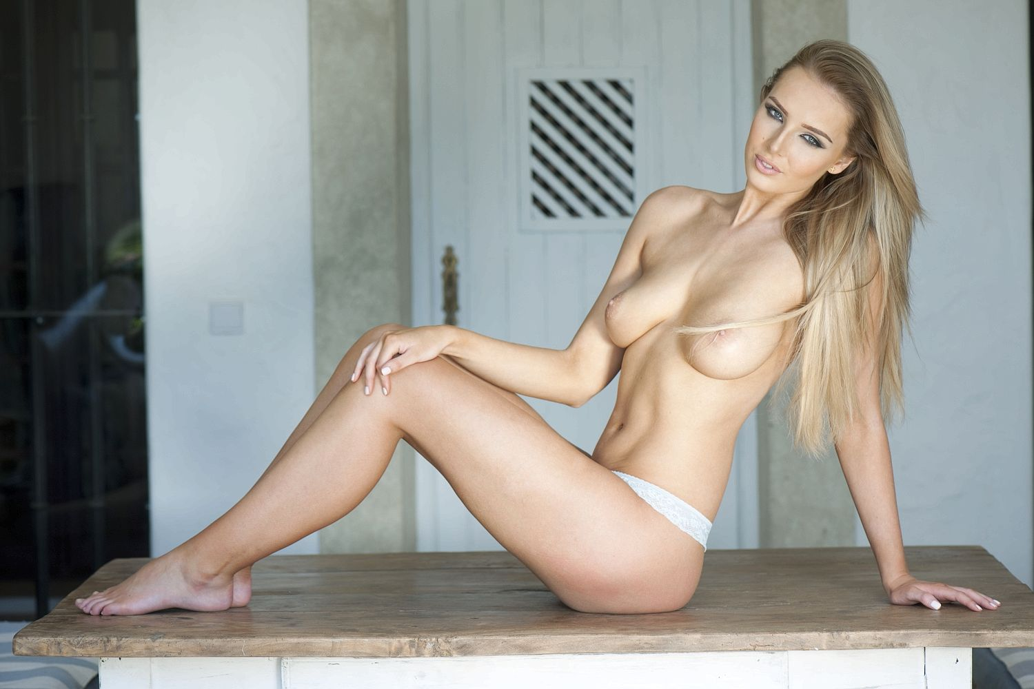Lissy-Cunningham-Topless-3-1