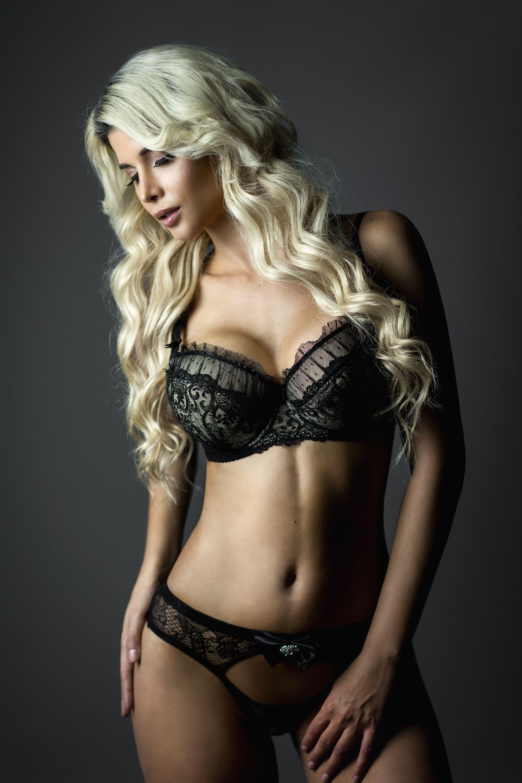 Micaela-Schaefer-Sexy-3