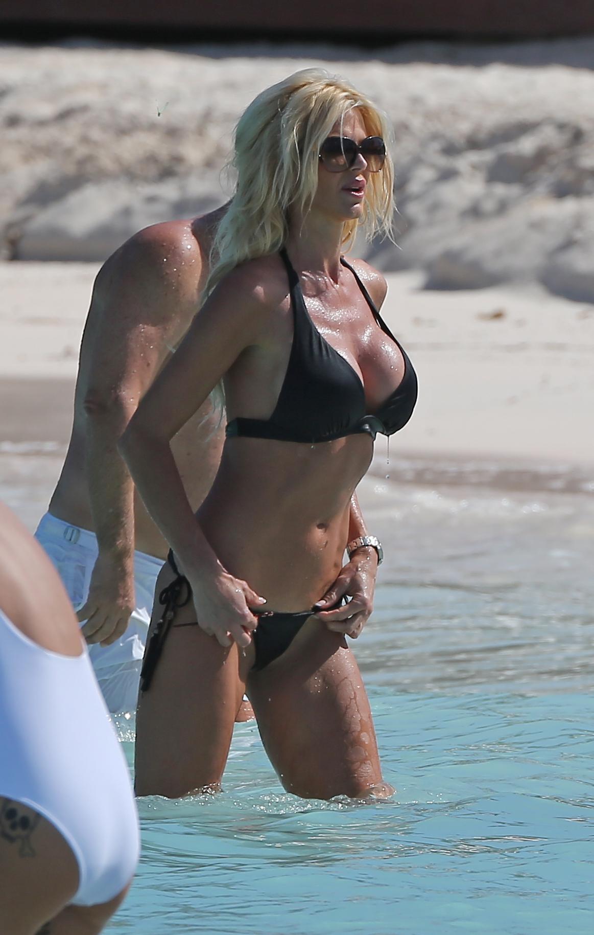 Victoria-Silvstedt-in-a-Bikini-3