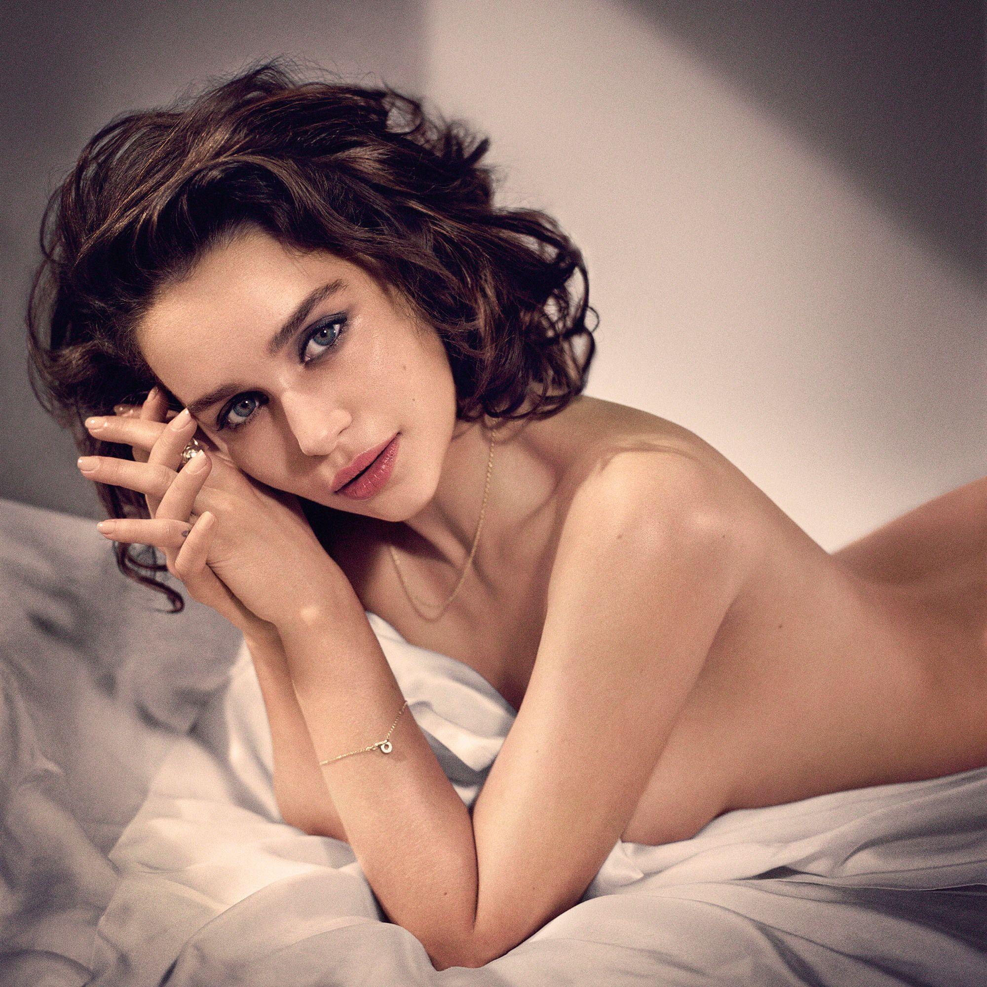 Emilia-Clarke-Sexy1