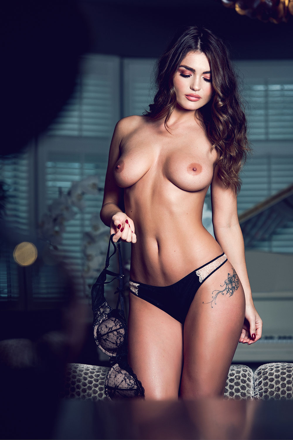 India-Reynolds-Sexy-Topless-2 (1)
