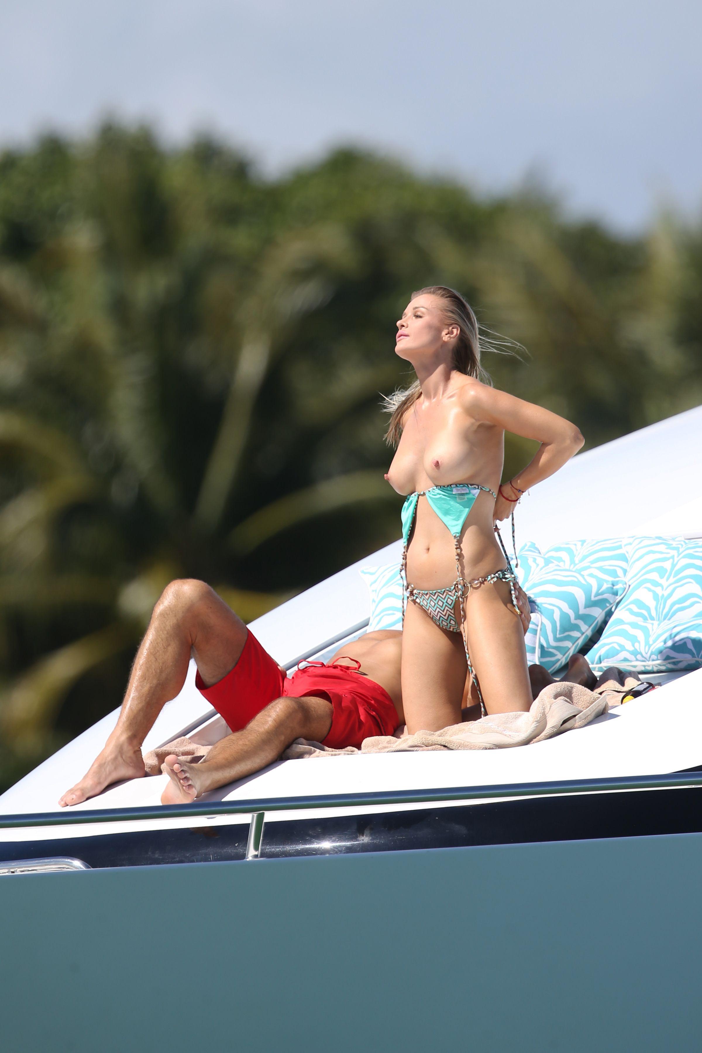 Joanna-Krupa-in-a-Bikini-Topless9