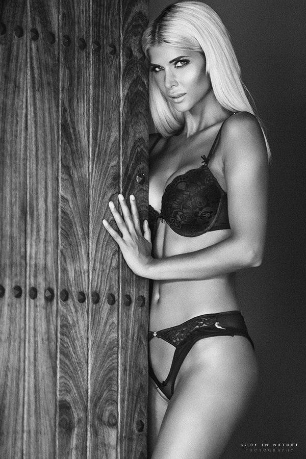 Micaela-Schaefer-Veronika-Klimovits-Sexy-4