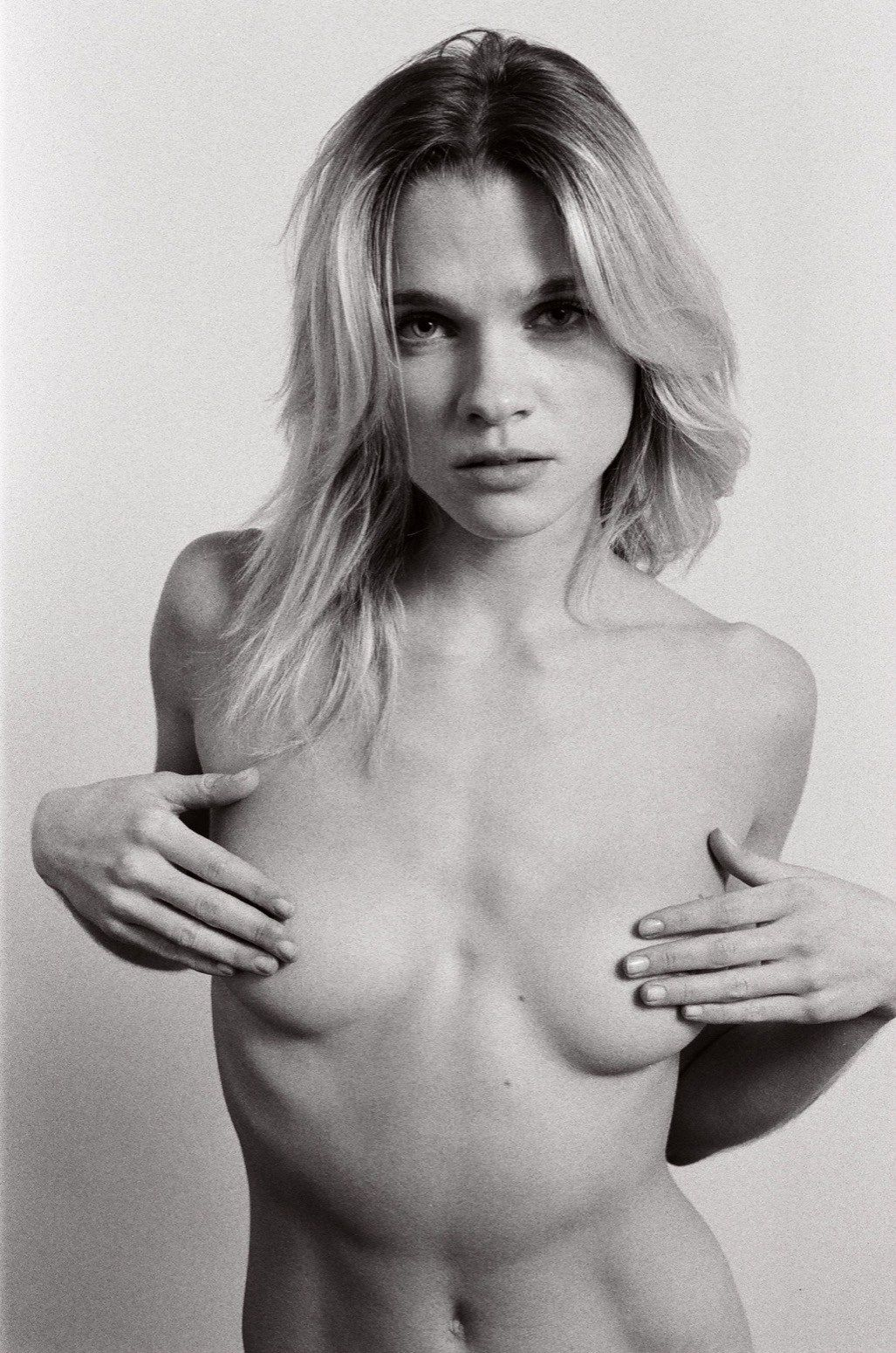 Eva-Biechy-Sexy-Topless-4