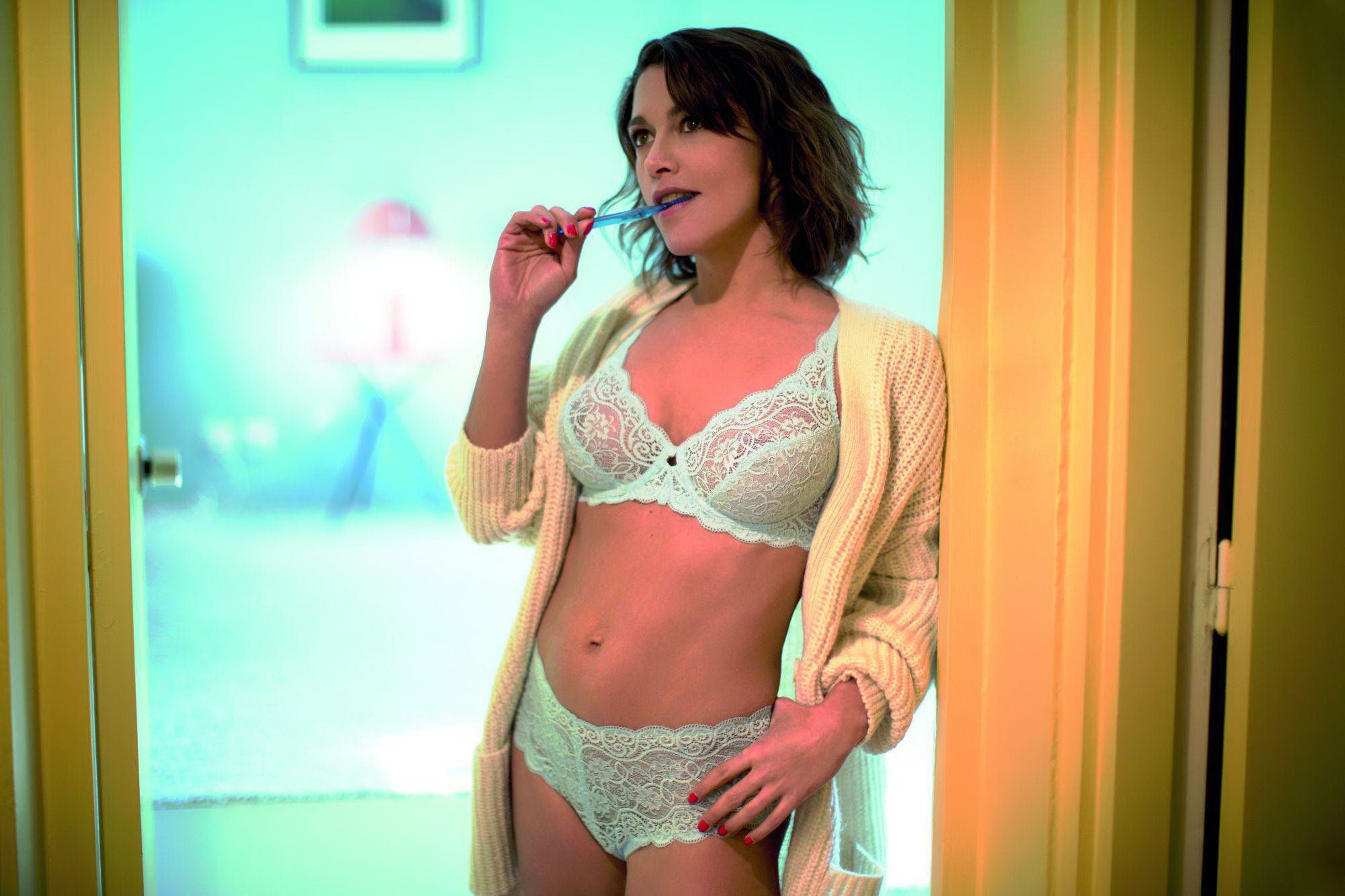 Emma-de-Caunes-Sexy-6