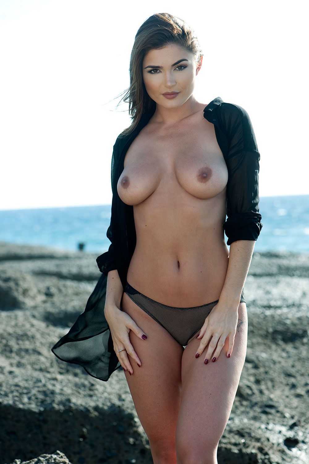 India-Reynolds-Sexy-Topless-2 (4)