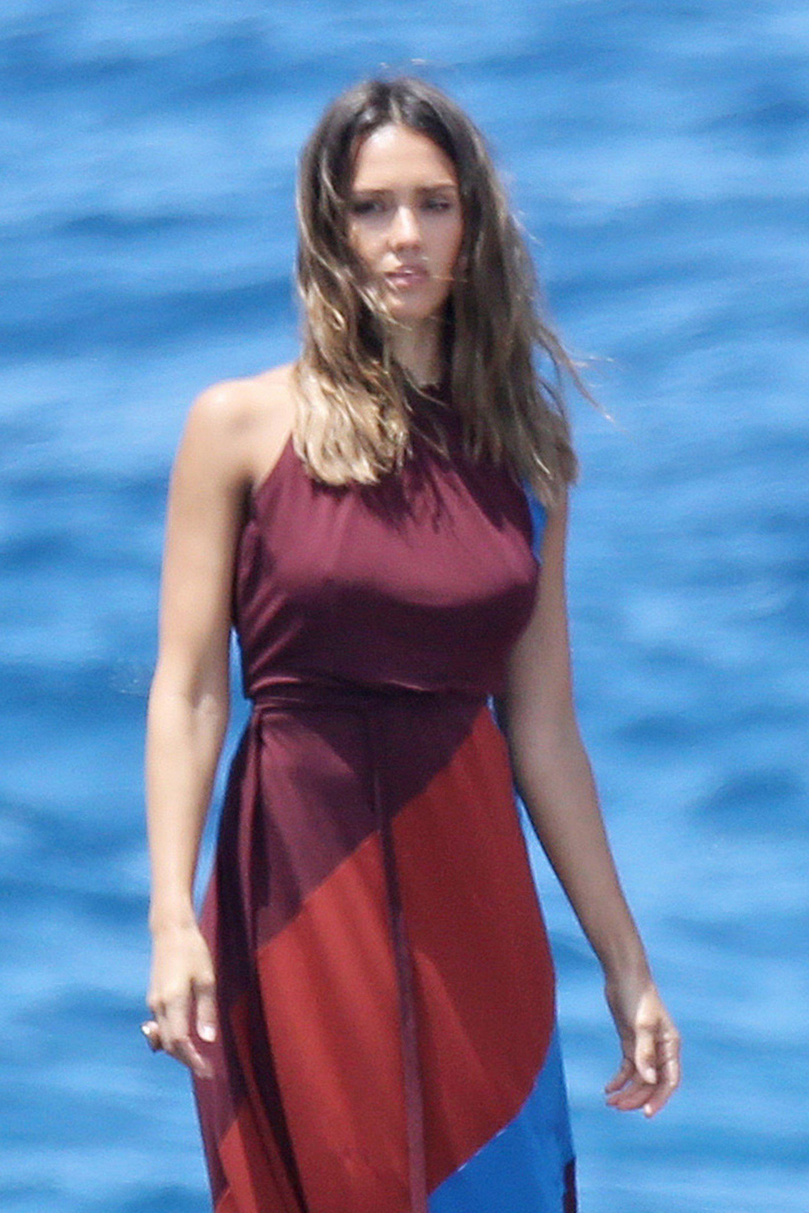 Jessica-Alba-Sexy-17-1