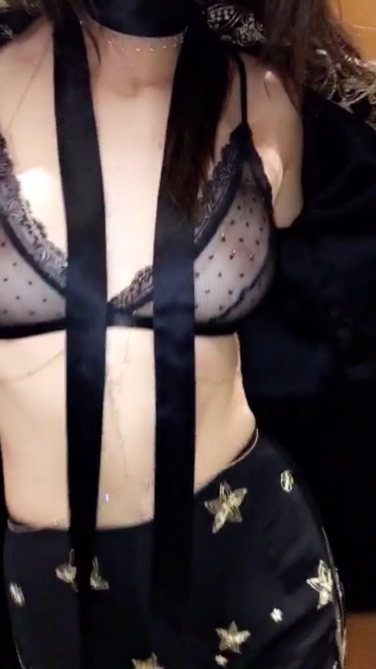 Kylie-Jenner-Sexy-1-2