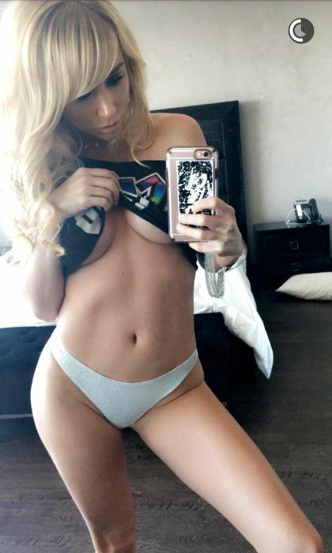Sara-Jean-Underwood-Sexy-Topless-5