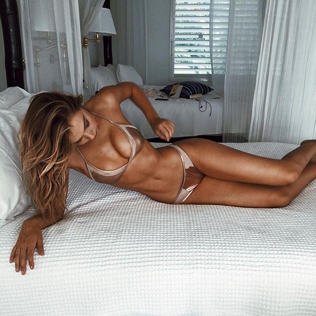 Alexis-Ren-Sexy-1 (1)