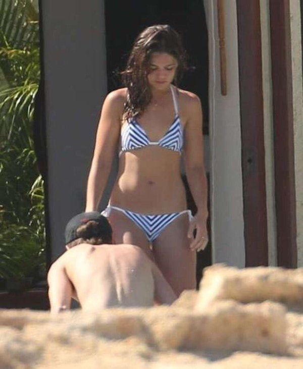 Danielle-Campbell-Sexy-Topless-5