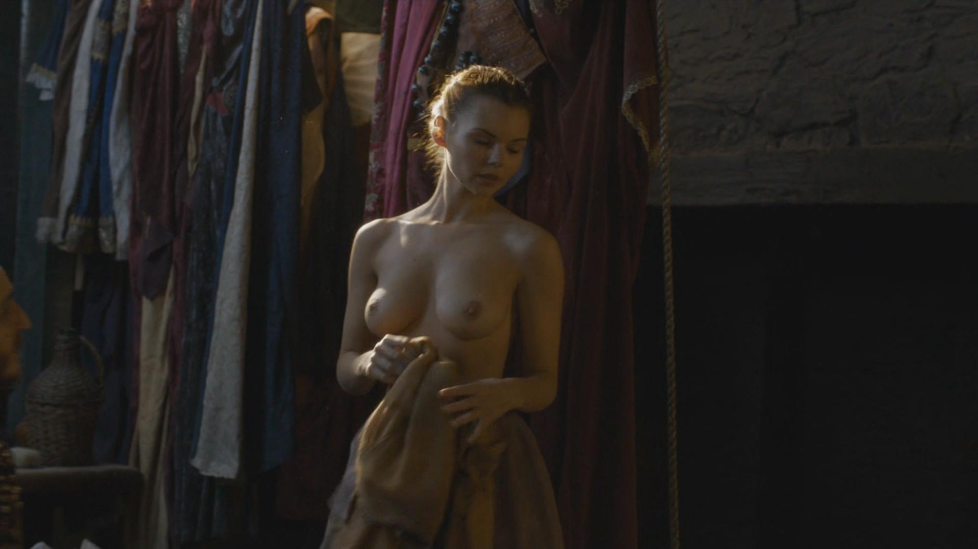 Eline-Powell-Nude-6