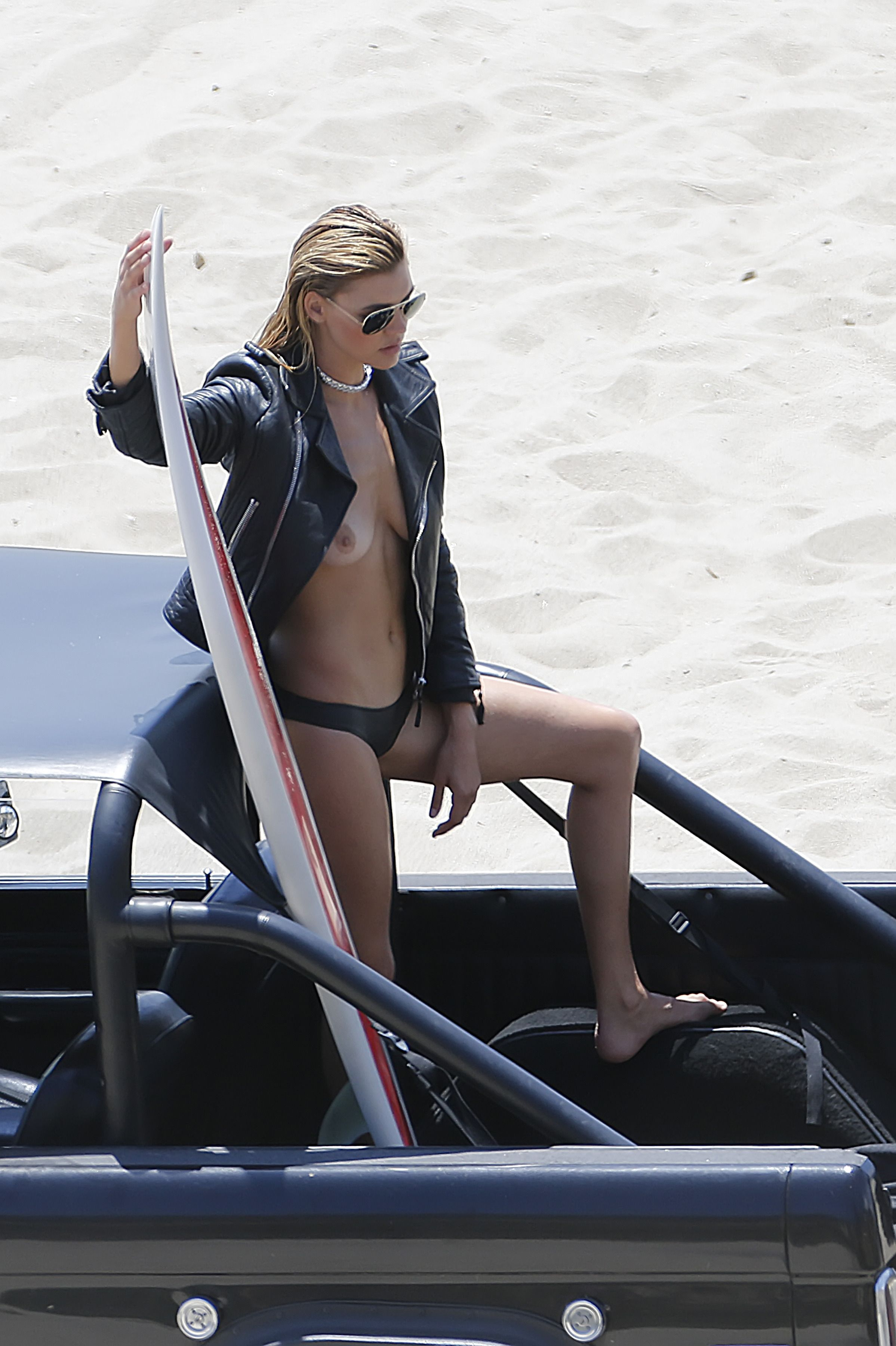 Kelly-Rohrbach-Sexy-Topless-1 (1)