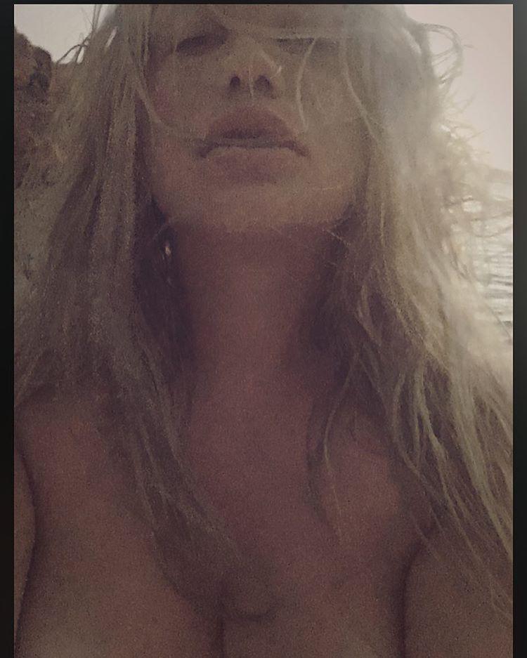 Kesha-Topless-1