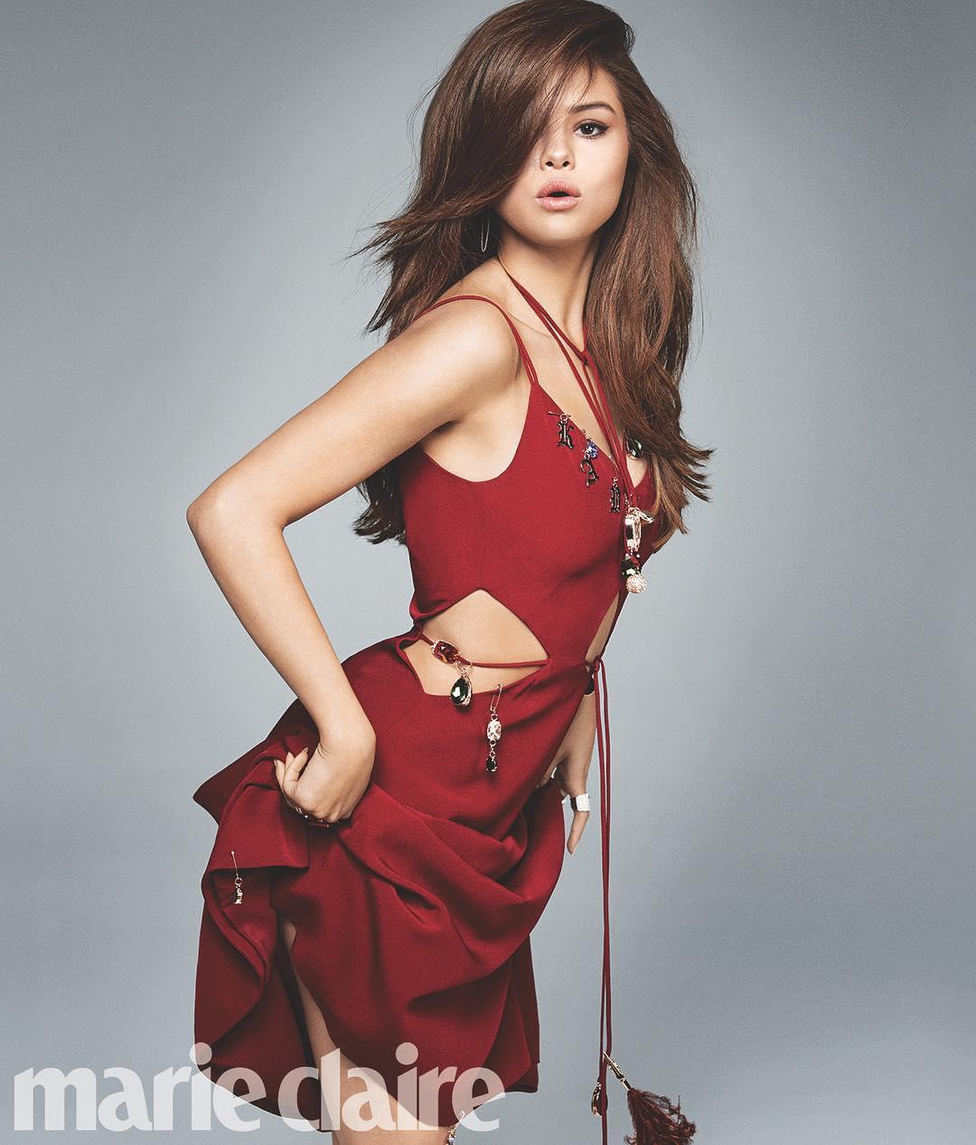Selena-Gomez-Braless-6