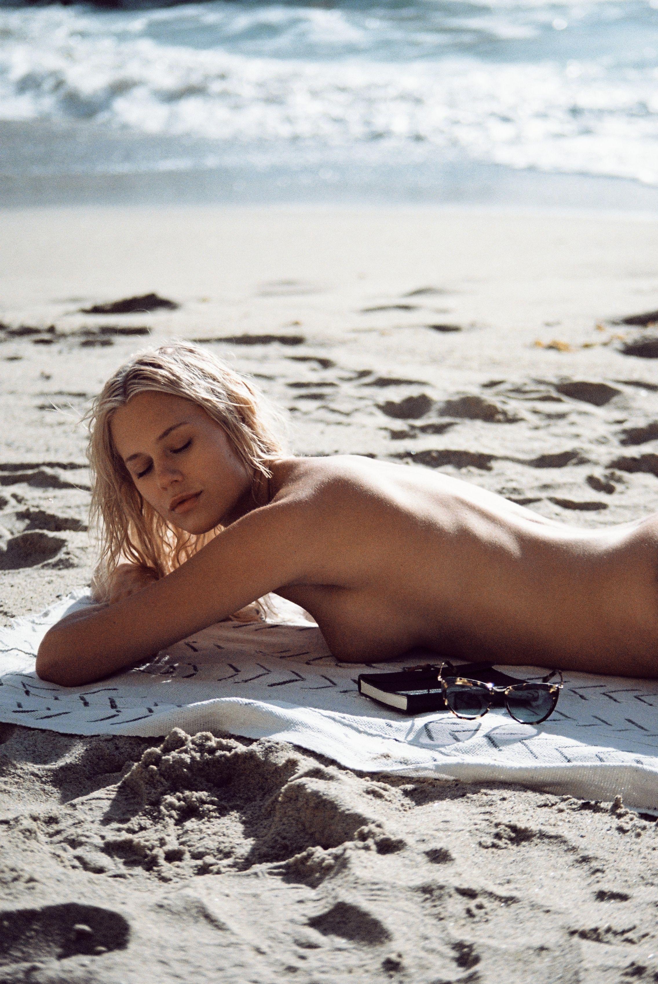 Becca-Hiller-Sexy-Topless-37