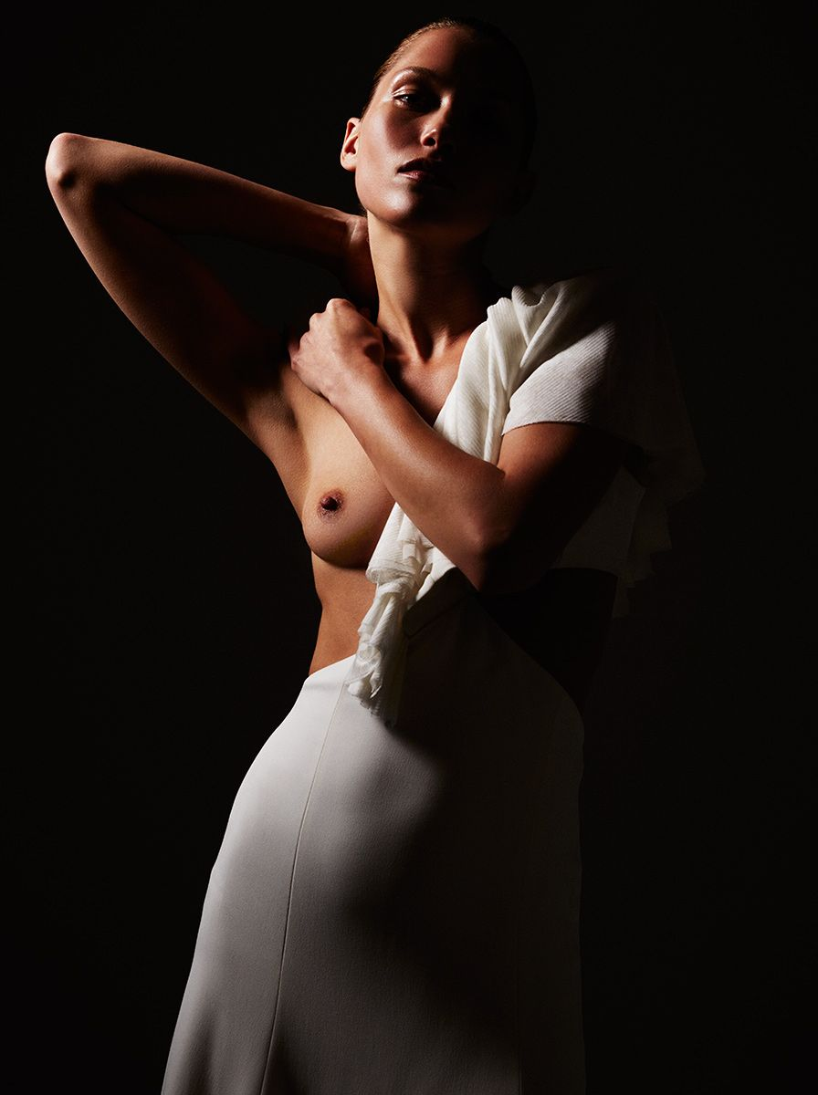 Hana-Jirickova-Topless-Sexy-22 (1)