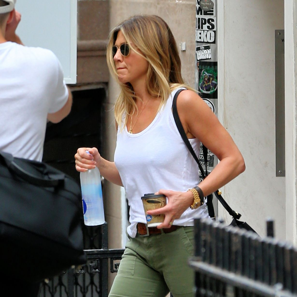 Jennifer-Aniston-Pokies-13