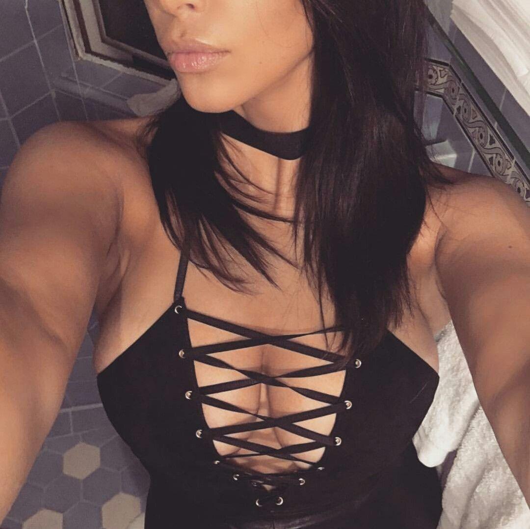 Kim-Kardashian-Cleavage-7