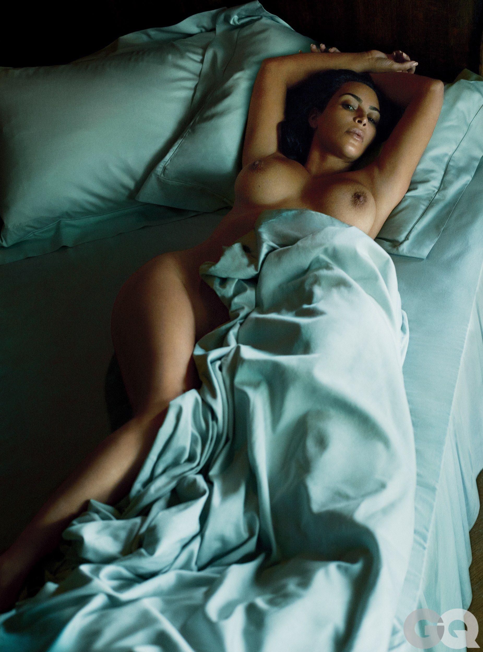 Kim-Kardashian-Topless (1)