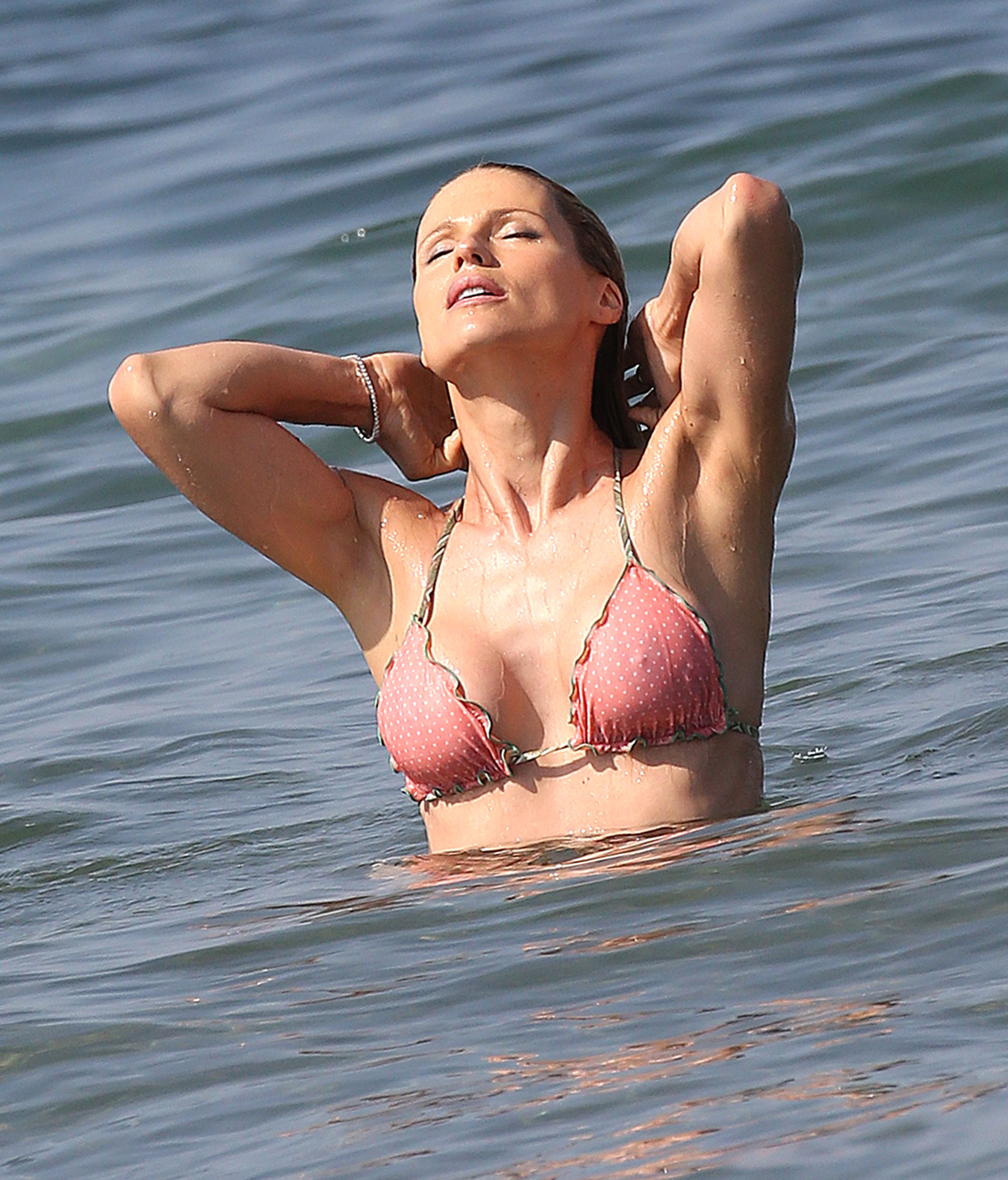 Michelle-Hunziker-in-a-Bikini-6