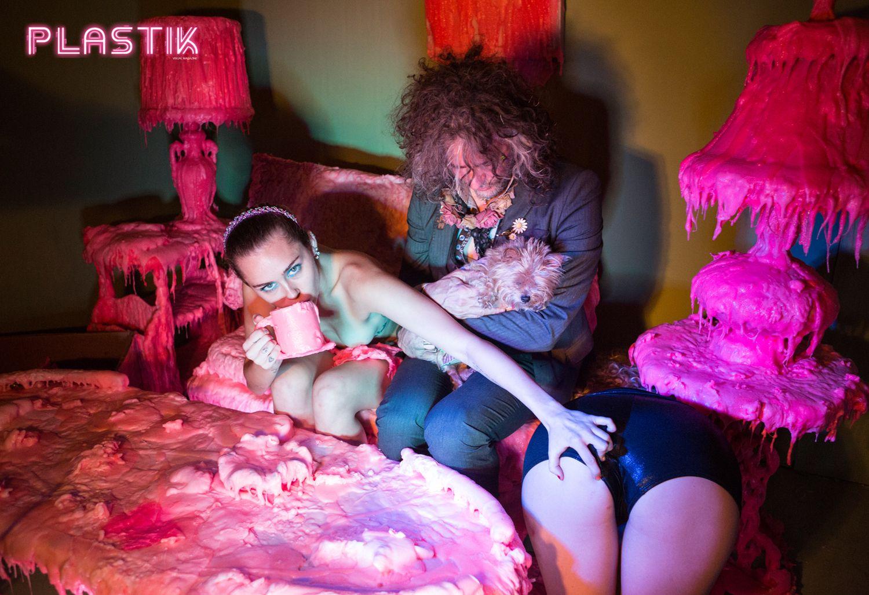 Miley-Cyrus-Plastik-Magazine-3