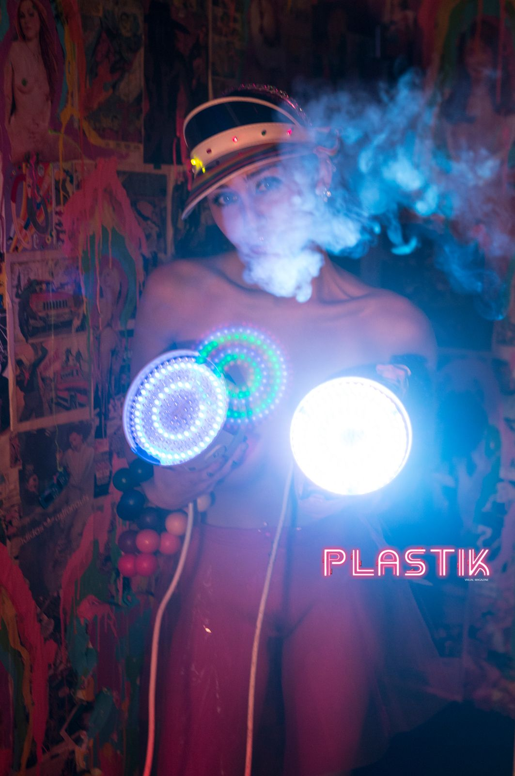 Miley-Cyrus-Plastik-Magazine-5