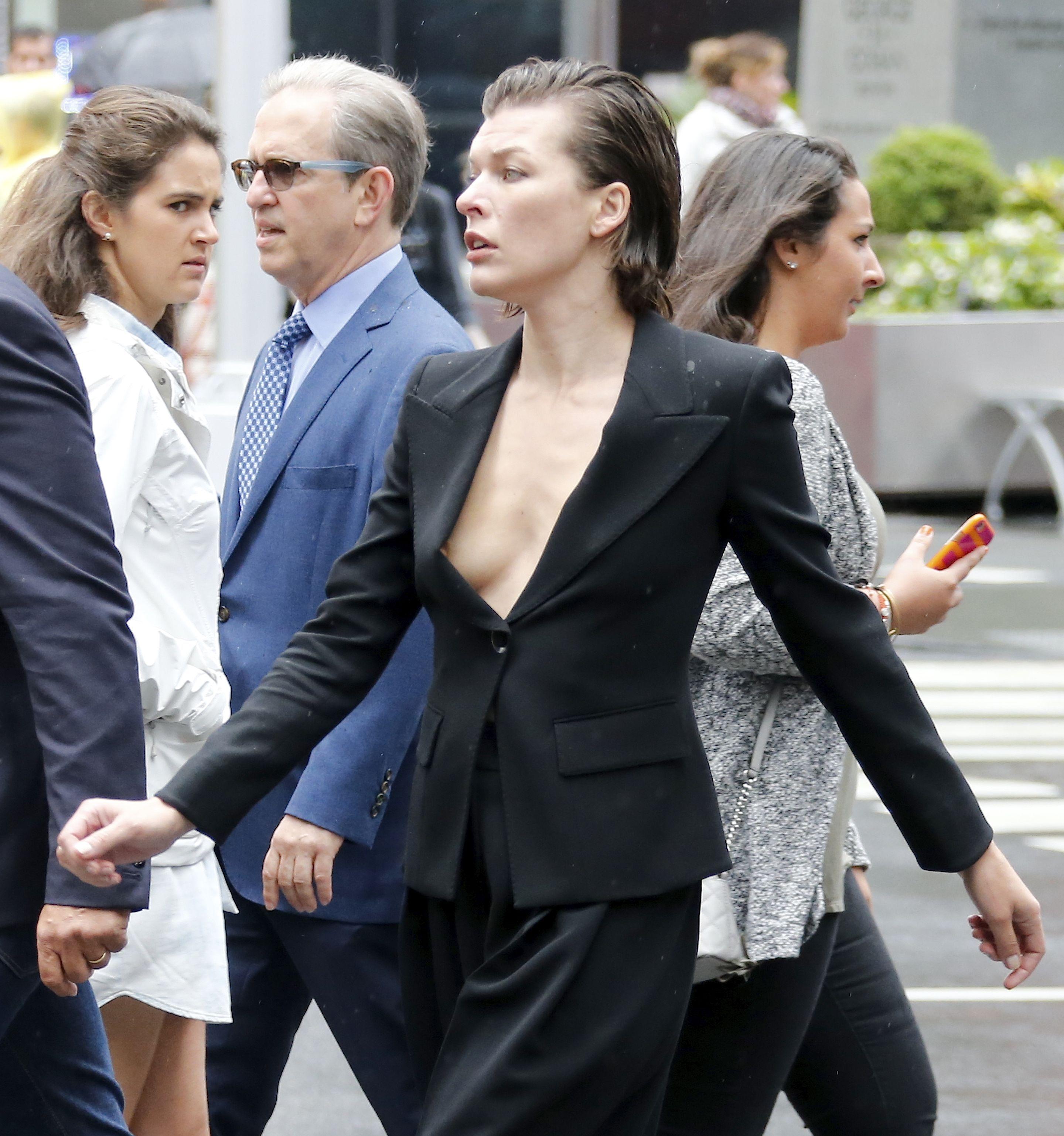 Milla-Jovovich-Nip-Slip-5