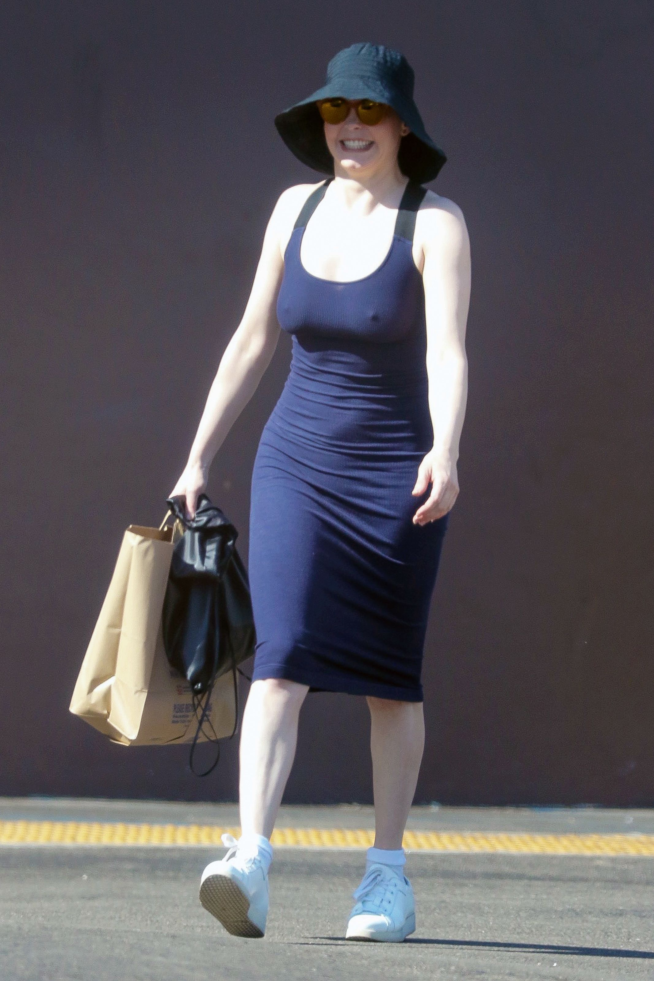 Rose-McGowan-Braless-10
