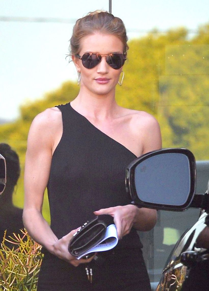 Rosie-Huntington-Whiteley-Braless-1