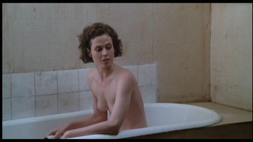 Sigourney-Weaver-Nude-1