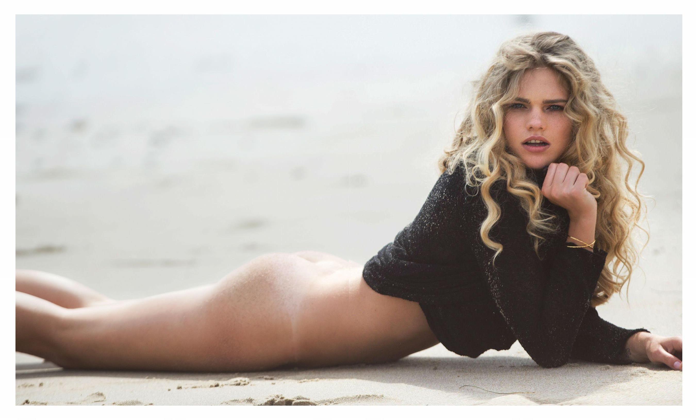 Valerie-van-der-Graaf-Nude-Sexy-4