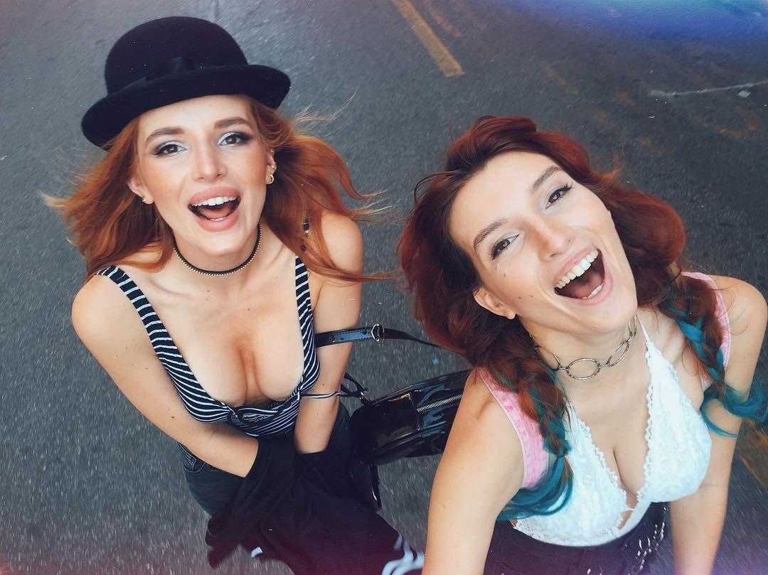 Bella-Thorne-Dani-Thorne-Sexy-3