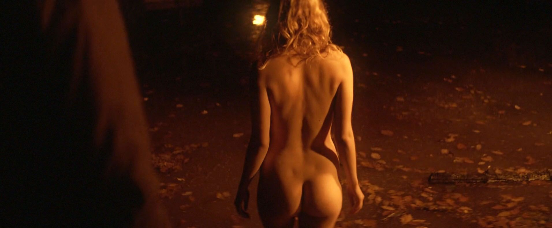 Hannah-Murray-Elinor-Crawley-Nude-3